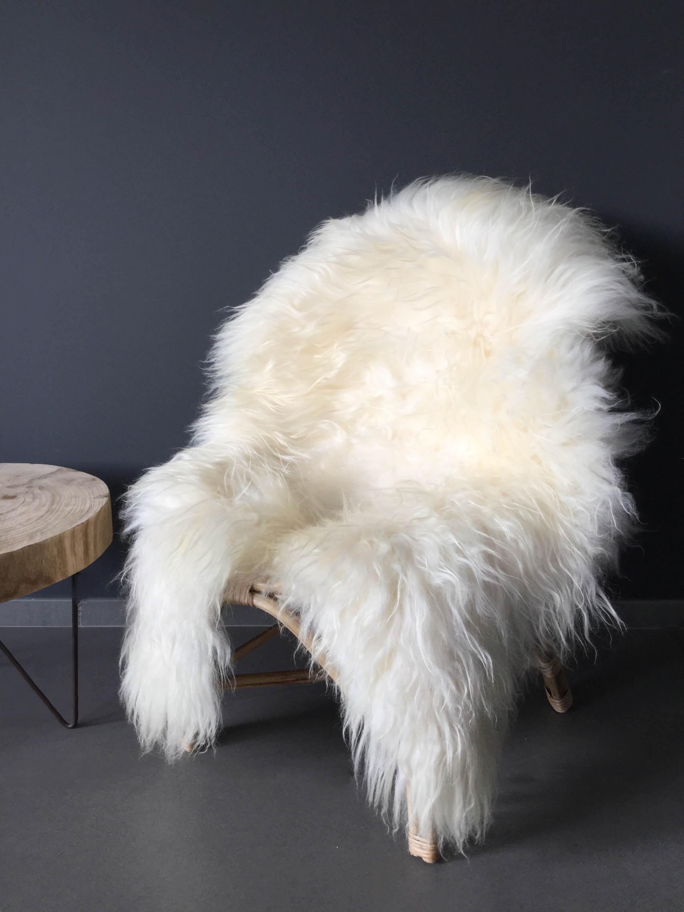 peau de mouton blanche maison saint sa. Black Bedroom Furniture Sets. Home Design Ideas