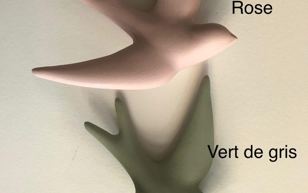 """Hirondelle en argile, """"Volage"""", Vert de Gris, Monochromic"""