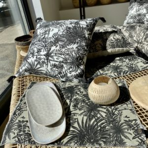 housse de coussin et set de table harmony motifs palmiers mobilier naturel