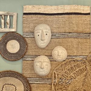 lot de 3 masques en papier mâché au mur